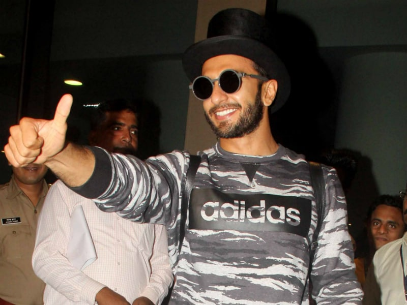 Befikra Hona Zaruri Hai: Ranveer Singh Returns From Paris