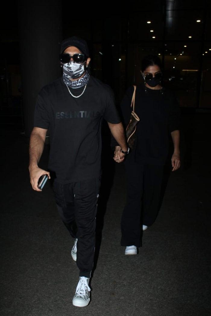 Ranveer Singh And Deepika Padukone Twin In Black At Airport