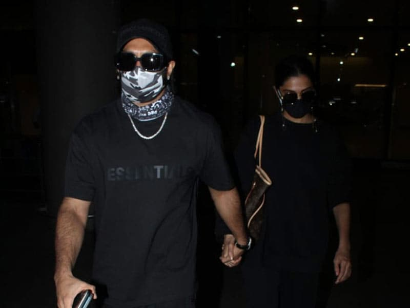 Photo : एयरपोर्ट पर स्पॉट किए गए रणवीर सिंह और दीपिका पादुकोण