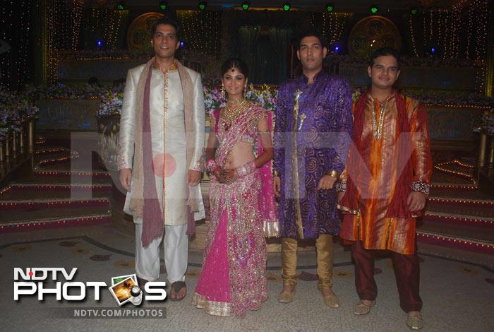 Ratan Rajput\'s mehndi, see who\'s attending