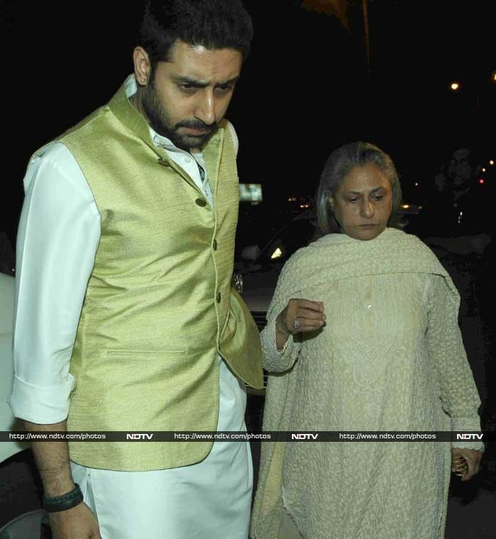 Abhishek, Jaya Bachchan, Rani at Ravi Chopra\'s Prayer Meet
