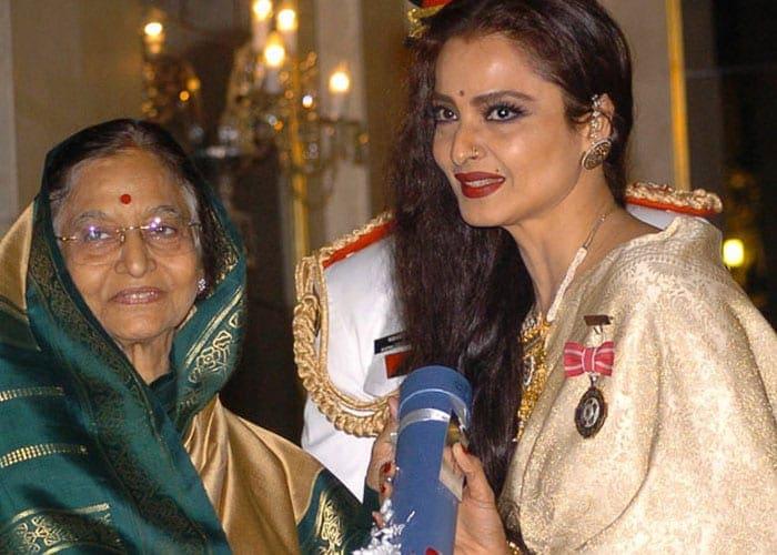 65 साल की हुईं सदाबहार अभिनेत्री रेखा, जानें उनका अब तक का सफर
