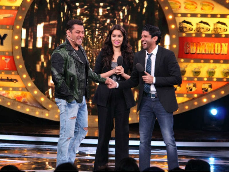 Salman Khan Rocks The Stage With Farhan Akhtar, Shraddha Kapoor At Bigg Boss 10