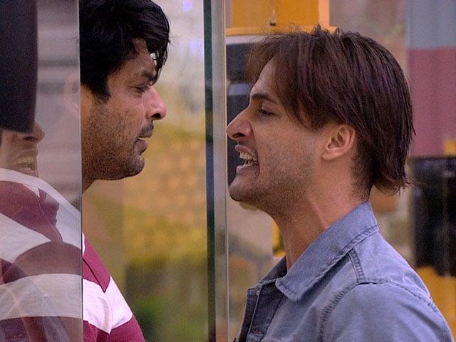 Bigg Boss 13: घर में जारी घमासान के बीच डायरेक्टर रोहित शेट्टी की एंट्री
