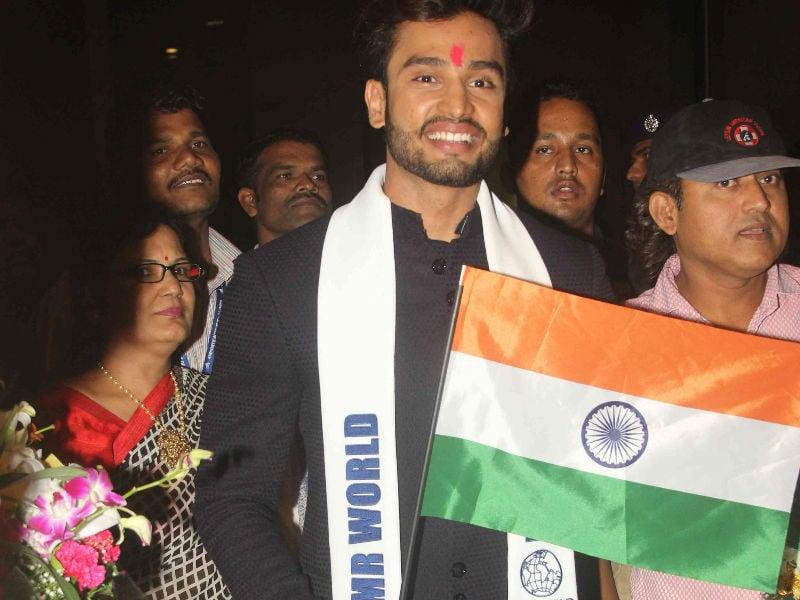 Photo : मिस्टर वर्ल्ड बनने के बाद भारत लौटे रोहित खंडेलवाल