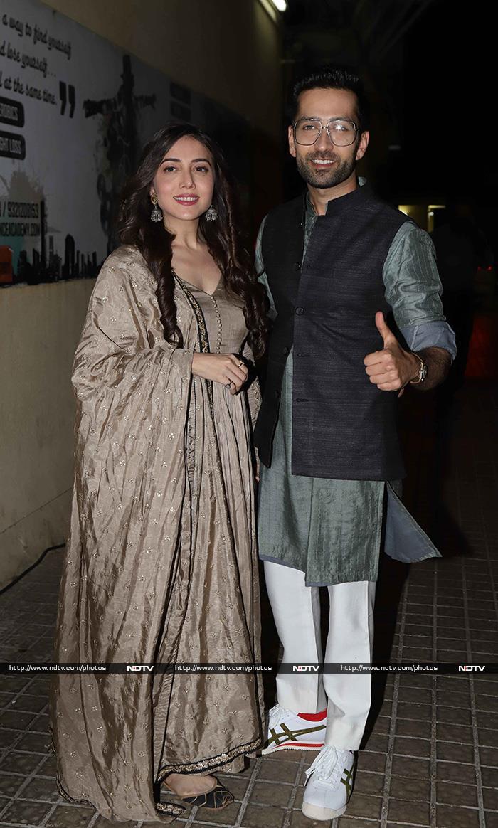 Aamir Khan Watches Rubaru Roshni With Jacqueline, Taapsee, Sanya And Hina Khan