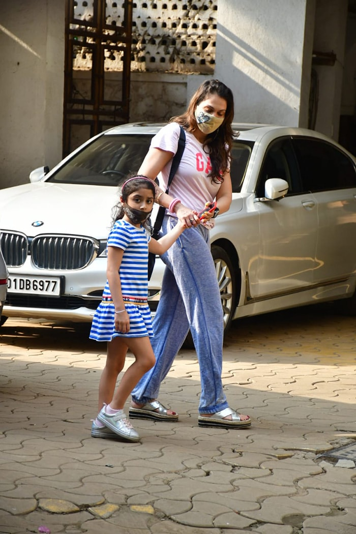 Isha Koppikar was also spotted with her daughter in Bandra.
