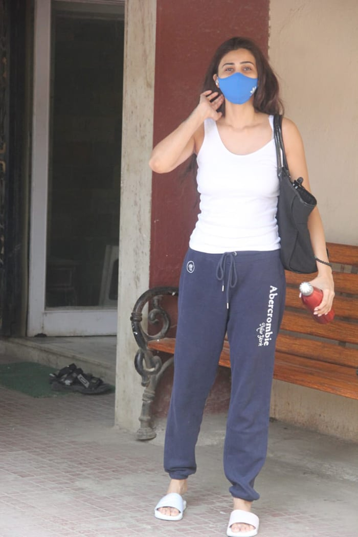 Daisy Shah, on the other hand, kept it casual as she stepped out in Santa Cruz.