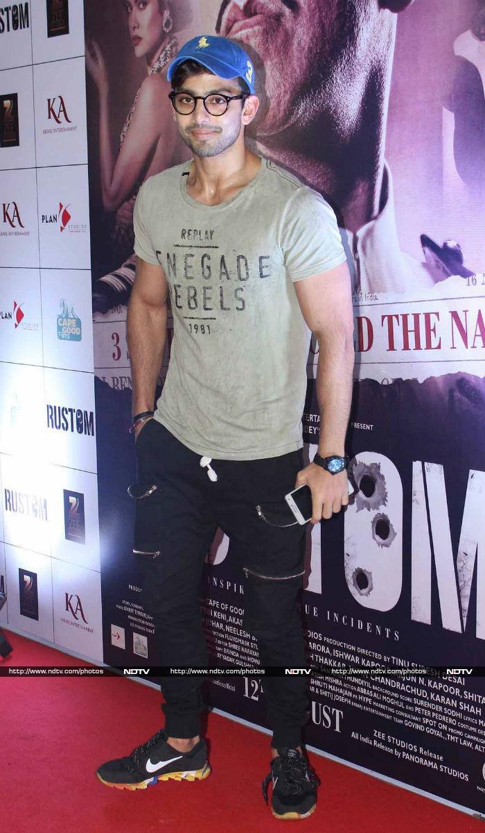 Akshay\'s Rustom Screening Made Big by Bachchans, Shilpa, John