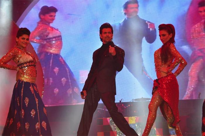 The Bollywood Effect at Saifai: Hrithik, Jacqueline, Lisa Dance