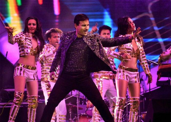 Saifai Mahotsav: Sonam, Kareena, Sonakshi, Ranveer Make it Big