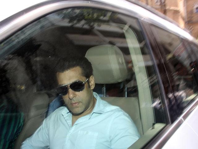 Photo : Salman Khan appears in Mumbai court