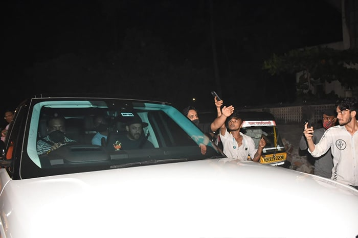 Salman Khan Pictured At Shah Rukh Khan And Gauri\'s Home After Aryan