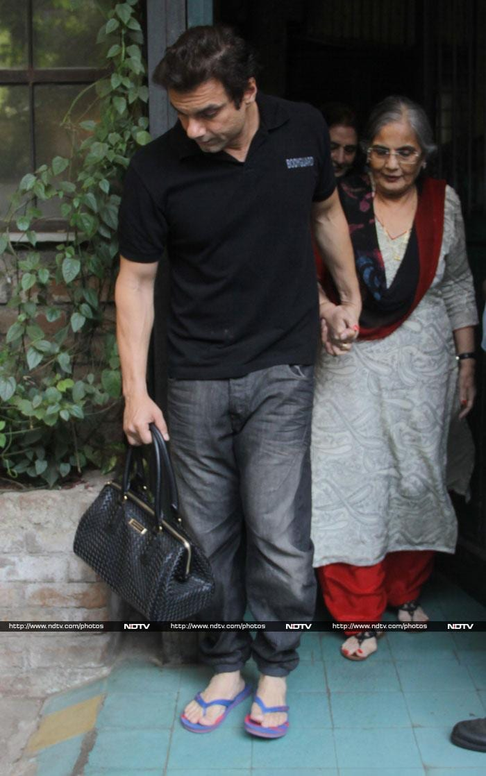 Salman\'s Khandaan celebrates mother Salma\'s birthday