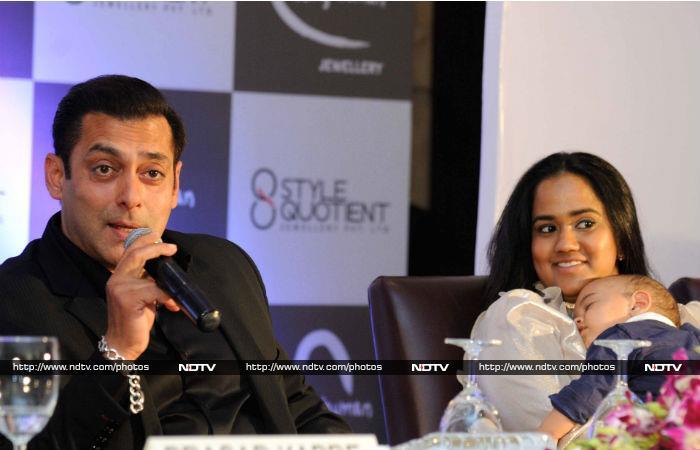 सलमान खान ने लॉन्च की 'बींग ह्यूमन जूलरी'