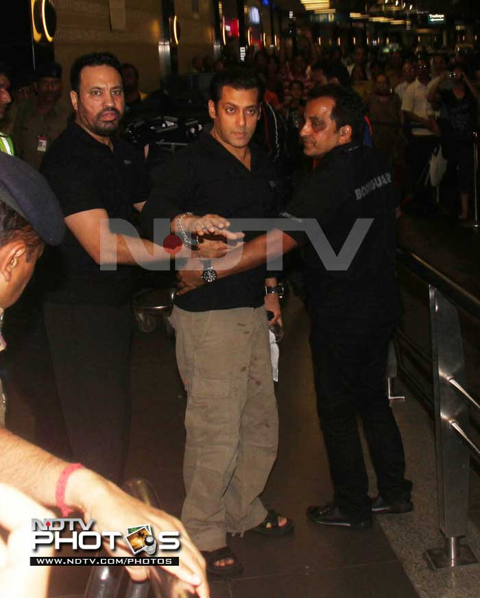 Salman heads to US for difficult surgery