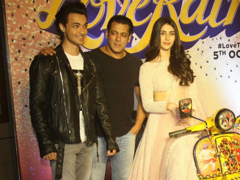 Salman Joins Aayush Sharma, Warina Hussain At Trailer Launch