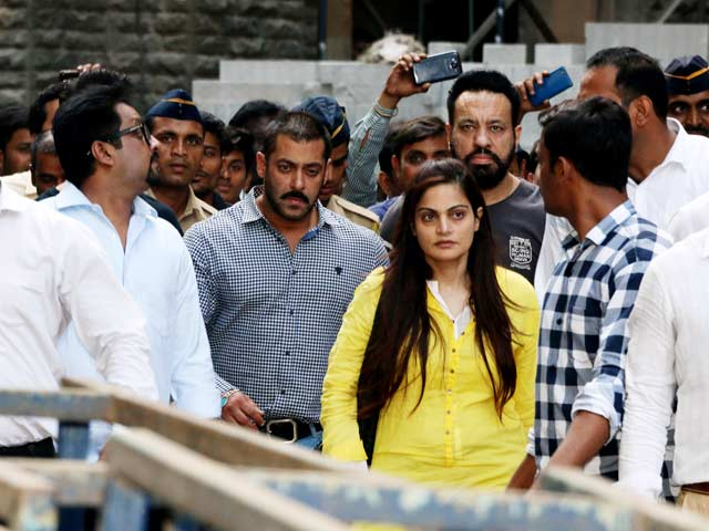 Salman Khan Acquitted, Family by His Side