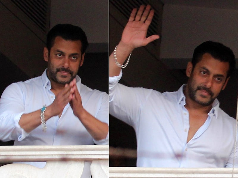 Salman's Kodak Moment: At Home, a Namaste For Fans