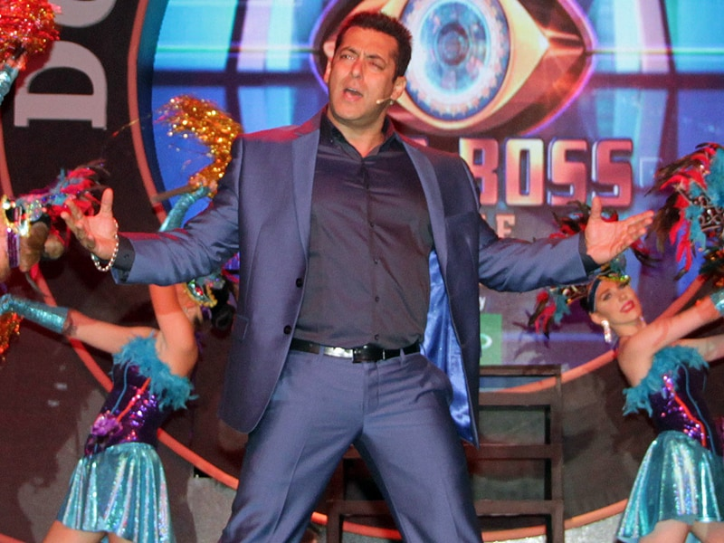 Salman Khan Dances Like a Bigg Boss