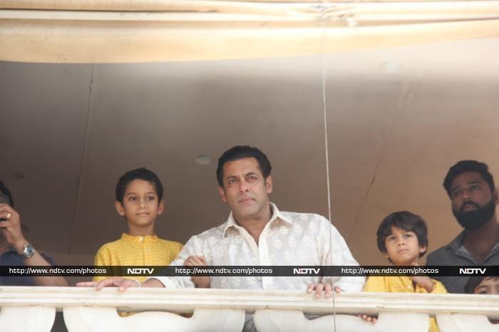 सलमान खान ने फैन्स को कुछ यूं दी ईद की मुबारकबाद