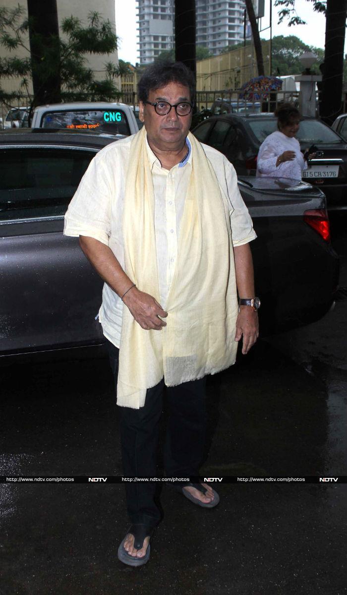 Emotional Salman Khan Bids Final Farewell to Rajjat Barjatya