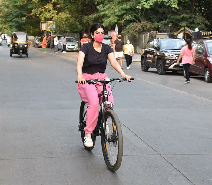 Janhvi\'s sister Khushi Kapoor was also spotted cycling with her.