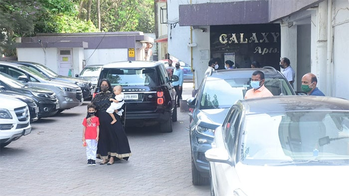 Salman Khan\'s sister Arpita Khan posed happily with her children Ahil and Ayaat Sharma, outside the actor\'s residence.