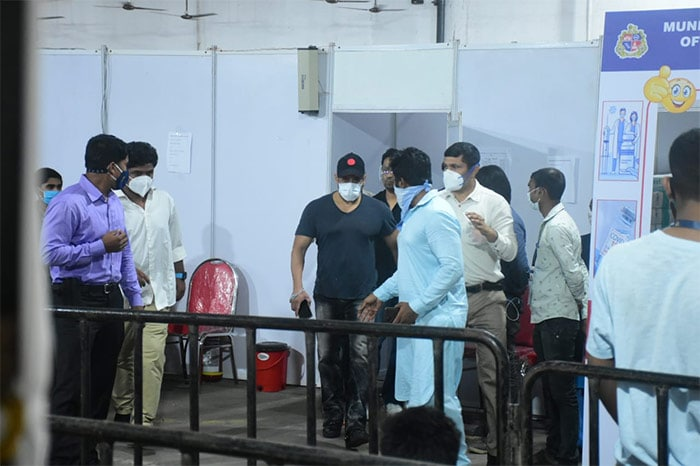 Salman Khan was on Friday spotted outside the vaccination centre in Dadar. He received his second dose of COVID-19 vaccine on Friday.
