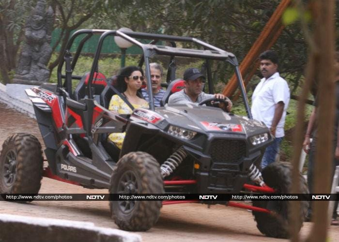 Tour Of Salman Khan\'s Birthday Celebrations In Panvel