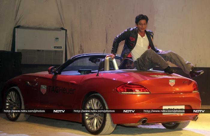 Khan\'s Night Out: Shah Rukh Works, Salman Off-Duty