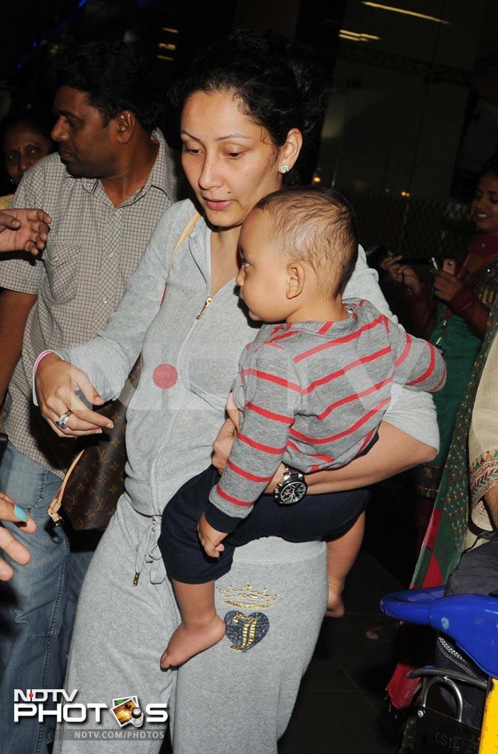 Sanjay Dutt returns to Mumbai with family