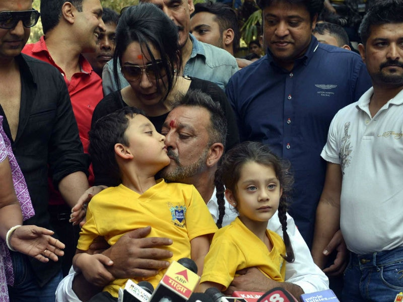 Sanjay Dutt's Aww-Some Moments With Shahraan and Iqra