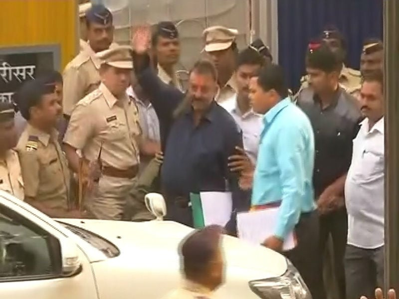 Munnabhai Goes Home: Sanjay Dutt Leaves Jail After 42 Months