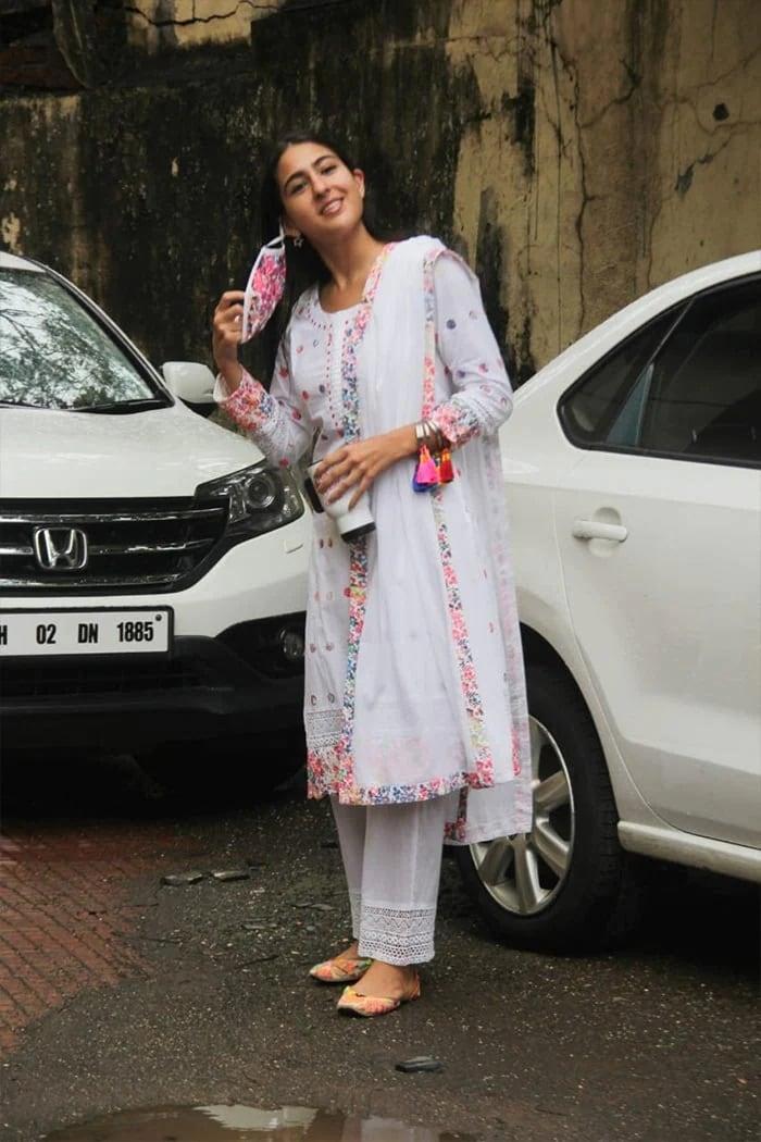 सारा अली खान का ट्रेडिशनल लुक है नया फैशन ट्रेंड