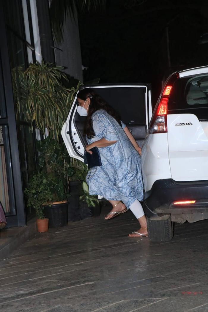 Sara Ali Khan Watches Radhika Madan\'s Film With Mom
