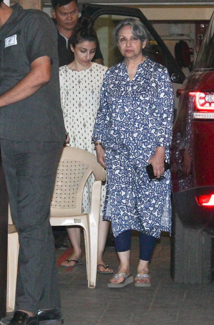Sara Ali Khan\'s Day Out With Brother Ibrahim