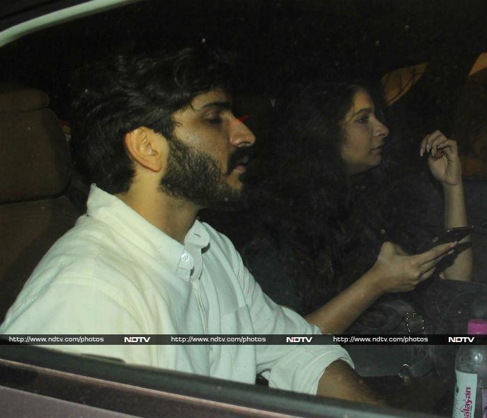 Sara Ali Khan And Harshvardhan Hung Out At Kareena\'s Residence