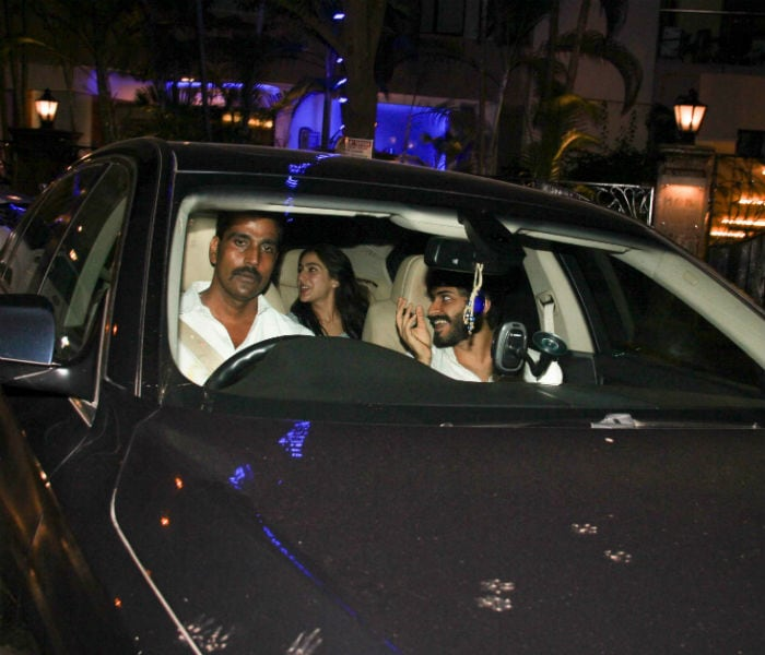 Sara Ali Khan And Harshvardhan Hung Out At Kareena's Residence