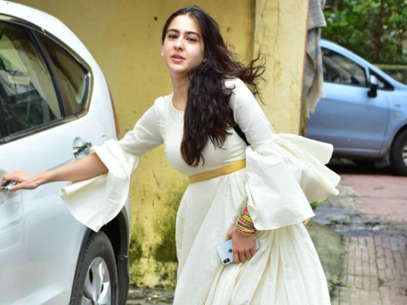 Sara Ali Khan Brightens Up Mumbai And How