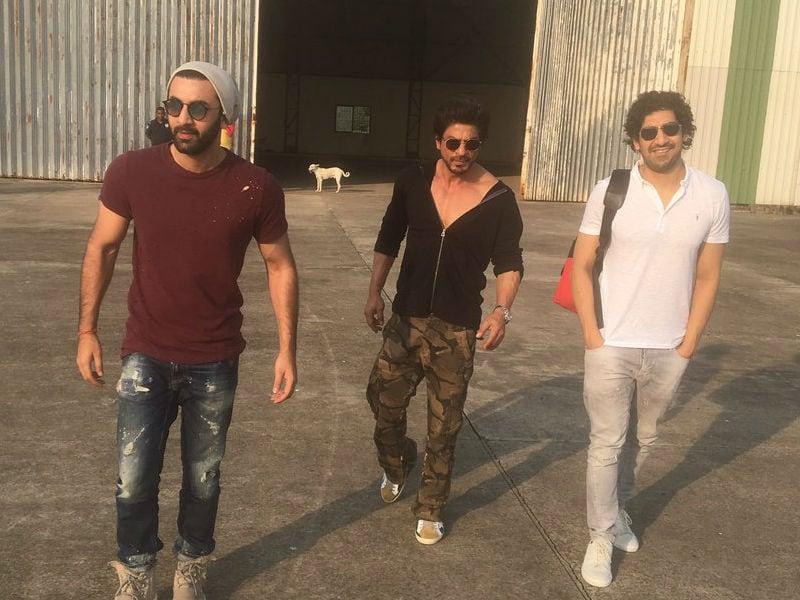 Photo : Shah Rukh's Birthday Party Part One: Ranbir, Karan, Shweta Nanda