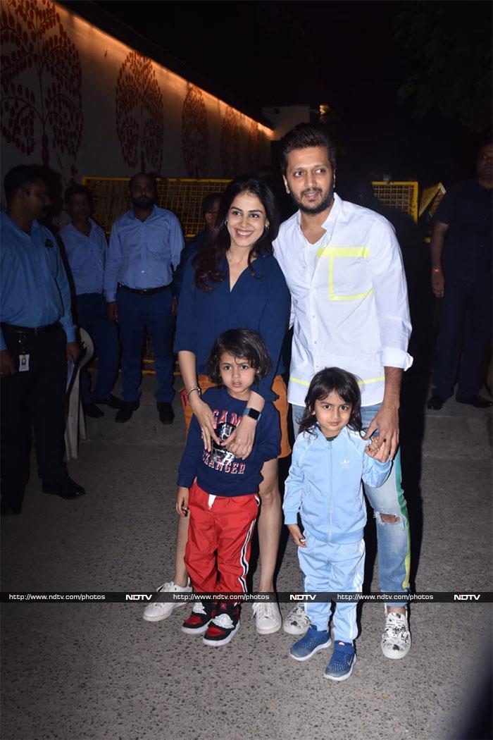 शाहरुख खान, गौरी खान ने अपने बेटे अबराम के साथ आराध्या बच्चन की बर्थडे पार्टी में की शिरकत