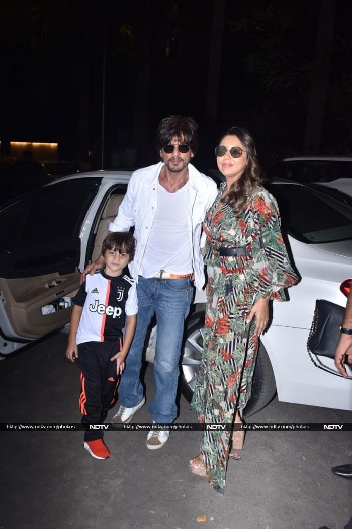 Shah Rukh Khan, Gauri And AbRam Attend Aaradhya\'s Birthday Party