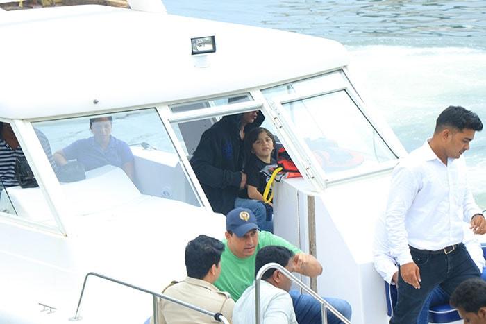 Shah Rukh Khan, Gauri And AbRam\'s Weekend Getaway In Alibaug