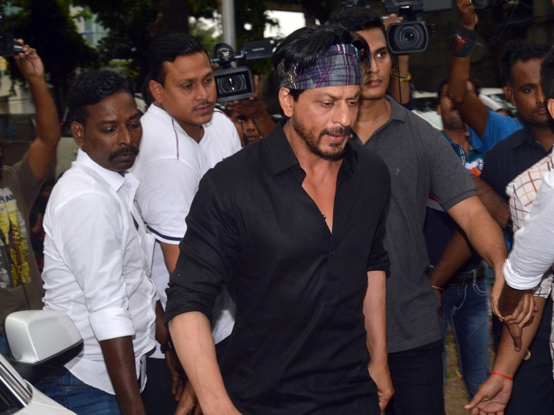 SRK, Dharmendra at Karim Morani's Mother's Funeral