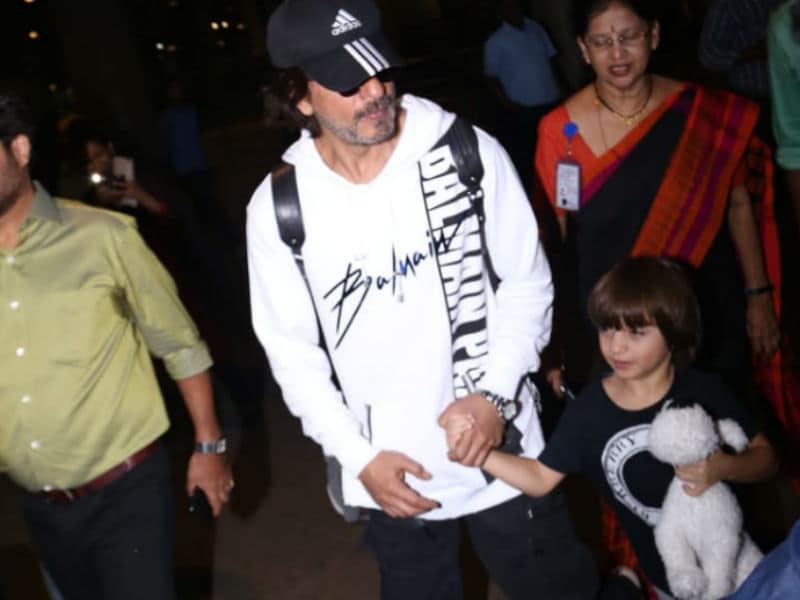 Shah Rukh Khan And AbRam Are Airport Buddies