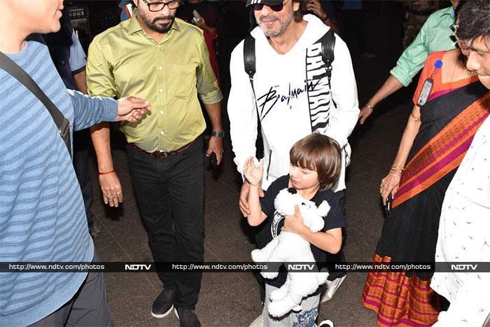 Shah Rukh Khan And AbRam Are Airport Buddies