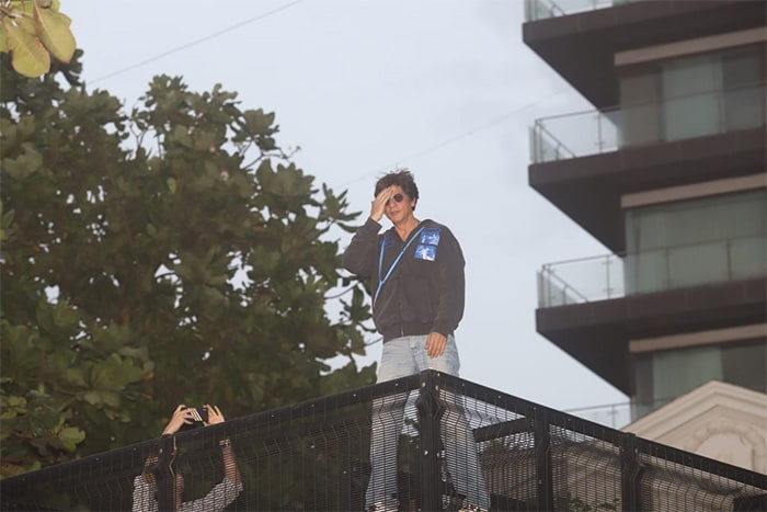 Actor Shah Rukh Khan Wishes Fans Eid Mubarak With A Namaste