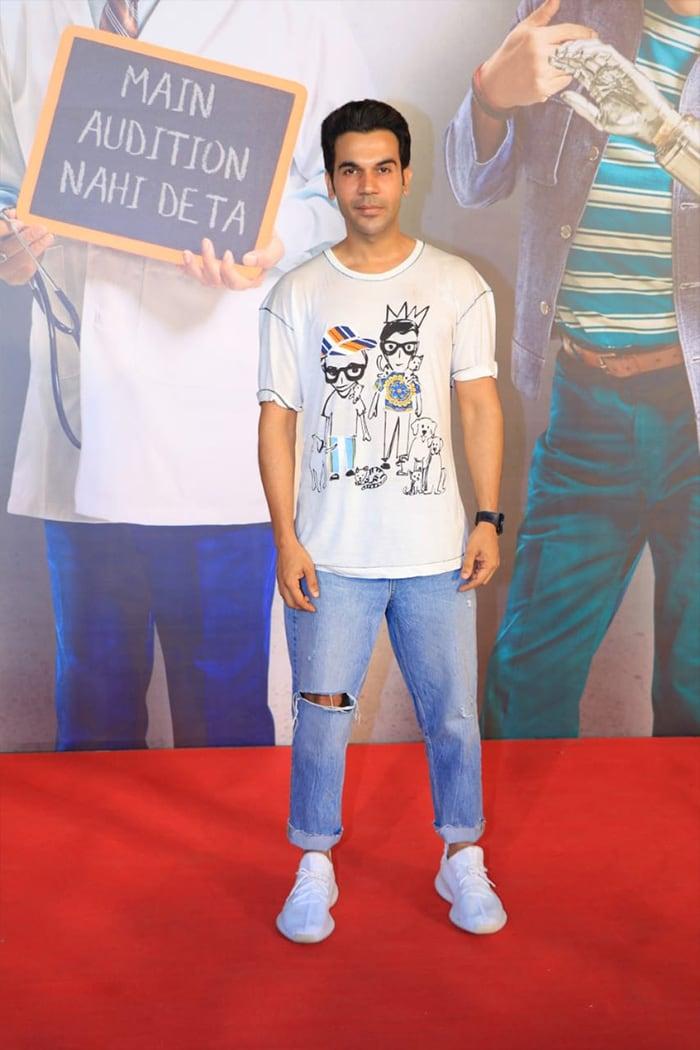 फिल्म 'कामयाब' की स्क्रीनिंग में शाहरुख समेत इन सितारों ने की शिरकत