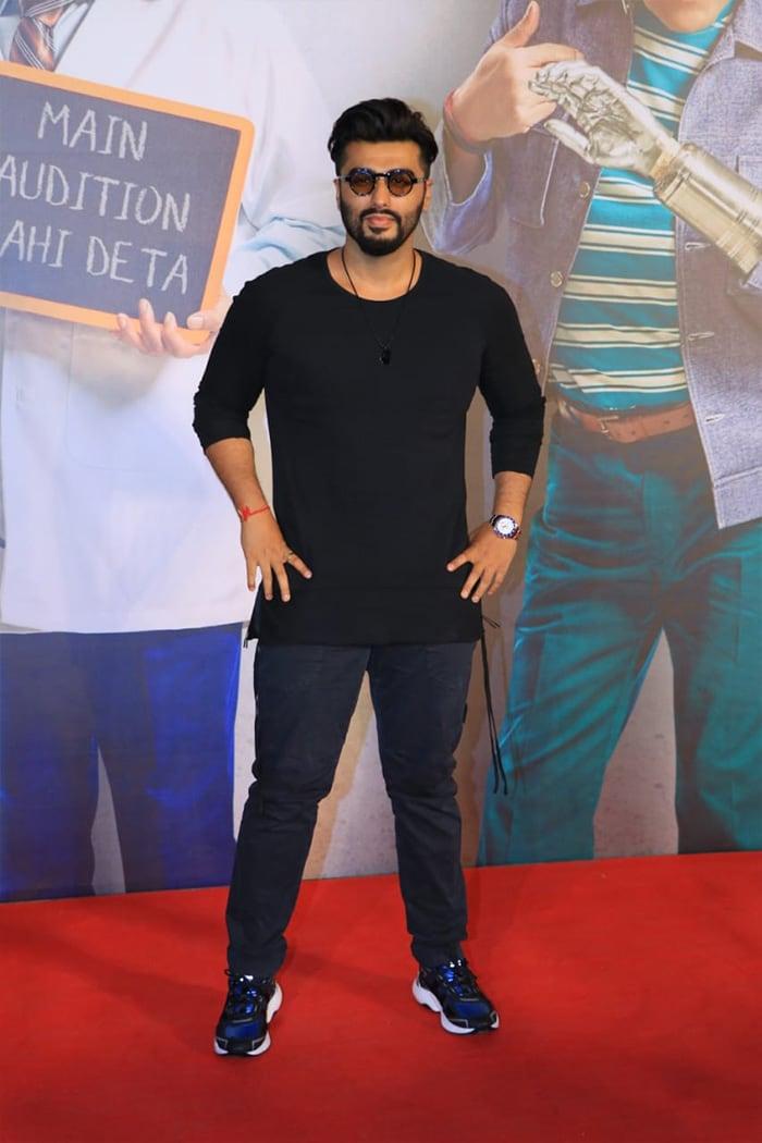 Shah Rukh Khan And His Million-Dollar Smile At The Screening Of Kaamyaab. See Pics